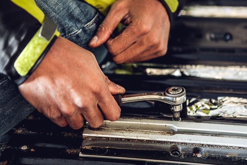 Pose d'une banquette RIB Altair dans notre VW T4 Syncro