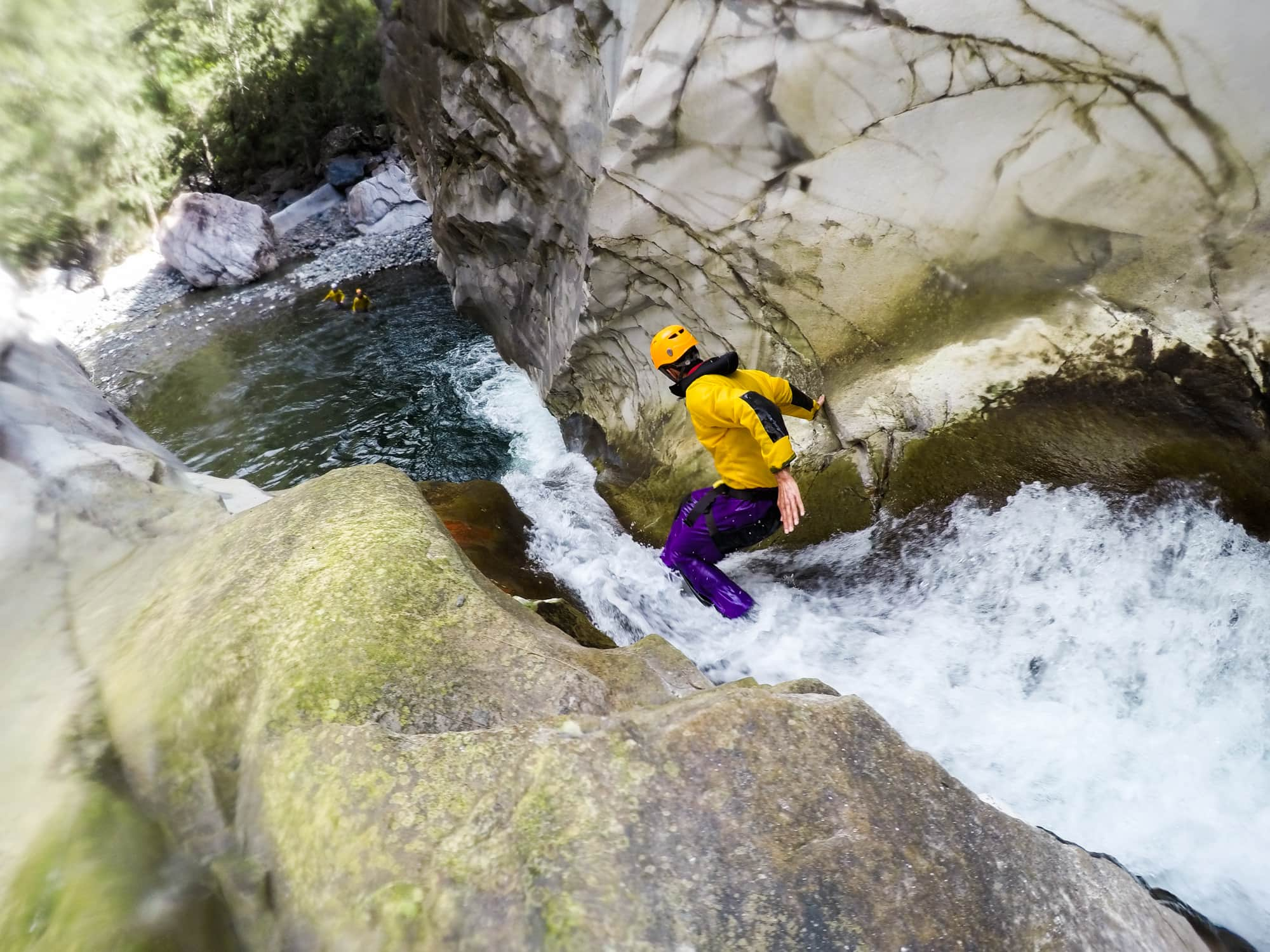 http://www.canyon-speleo.re/canyoning-reunion/canyoning-trou-blanc/