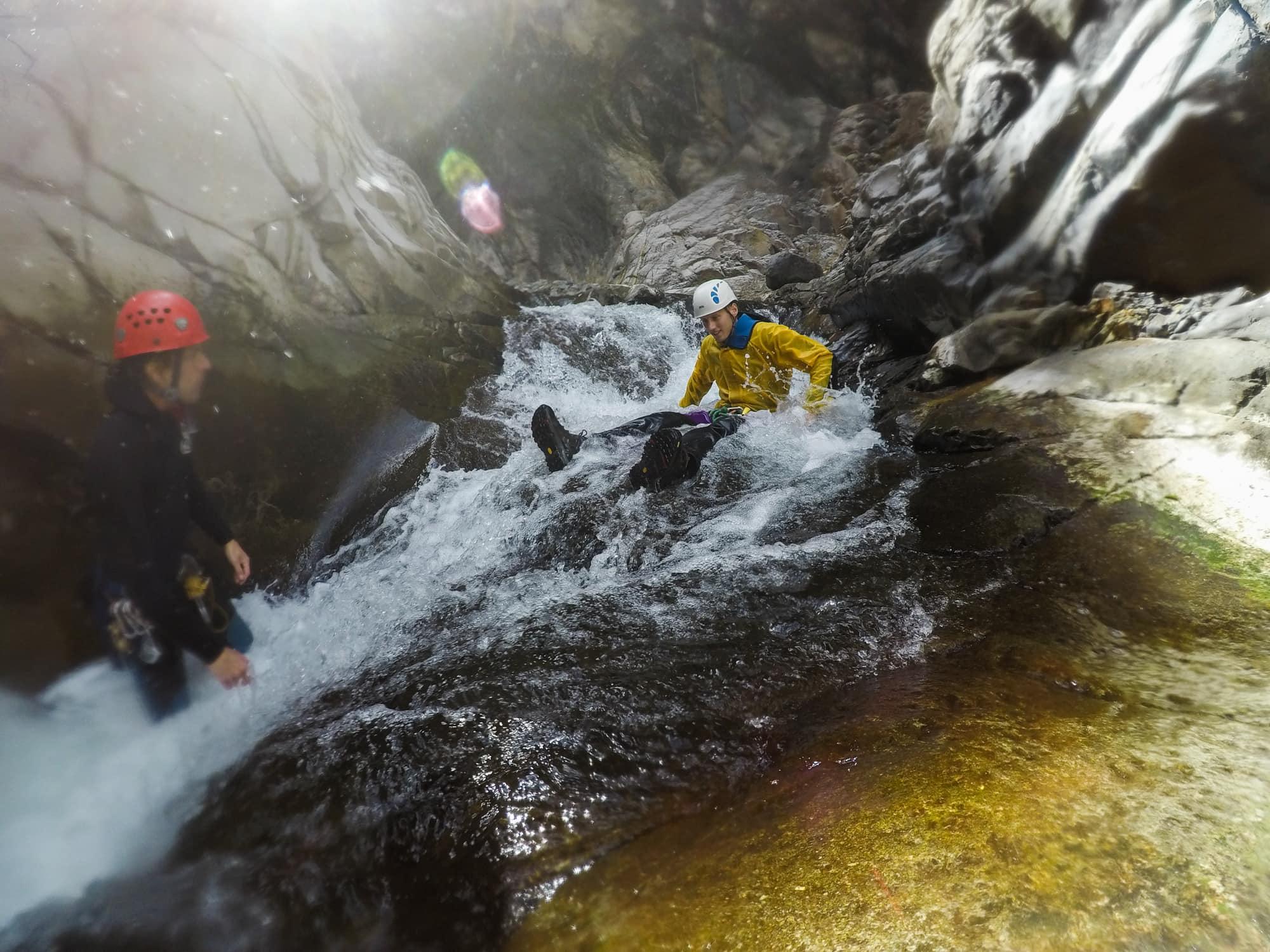 Faire du canyoning dans le cirque de Salazie a l'ile de la Réunion